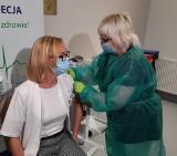 Białystok. Pierwsze szczepienia na COVID-19 w Śniadecji. Jako pierwsza zaszczepiła się pielęgniarka [ZDJĘCIA]