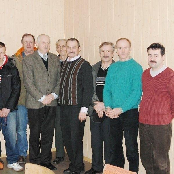 Członkowie koła Polskiego Związku  Pszczelarskiego w Wielgiem.