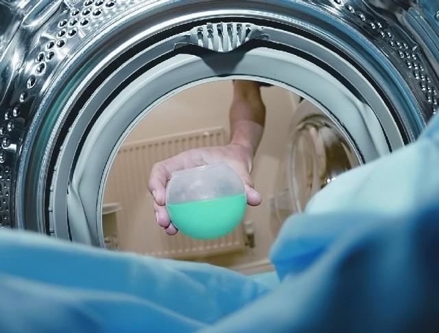 Przy zakupach pralki warto zwrócić uwagę przede wszystkim na zużycie energii i programy oszczędzające zarówno wodę, jak i prąd (fot. sxc.hu)