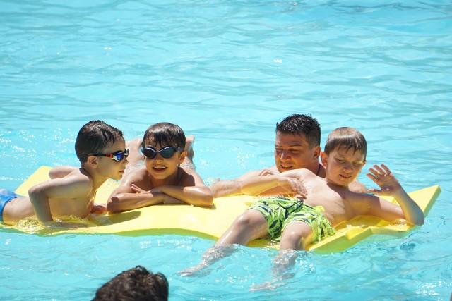 W sobotę (26 czerwca) rozpocznie się letni sezon na kąpieliskach, przystaniach i pływalniach w Łodzi. Zapraszają MOSiR i Aquapark Fala, wakacyjnych atrakcji na pewno nie zabraknie. W jakich godzinach czynne są obiekty i jakie są ceny? Sprawdźcie!CZYTAJ DALEJ >>>.