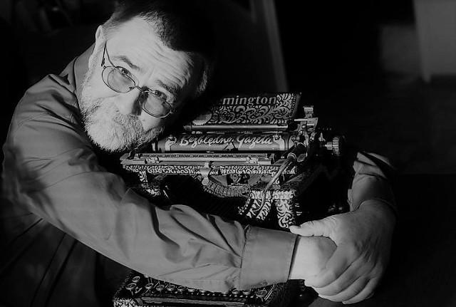 Andrzej Bułat (ur. 22.08.1948 - zm. 2.11.2020) pracował w gazecie od 1972 do 2008 roku