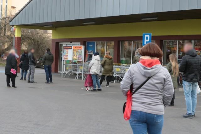 Do której są czynne sklepy w Szczecinie  przed świętami?