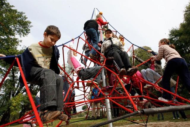 Na placu zabaw w parku 800-lecia Opola mają być m.in. linarium, fabryka piasku i tyrolka