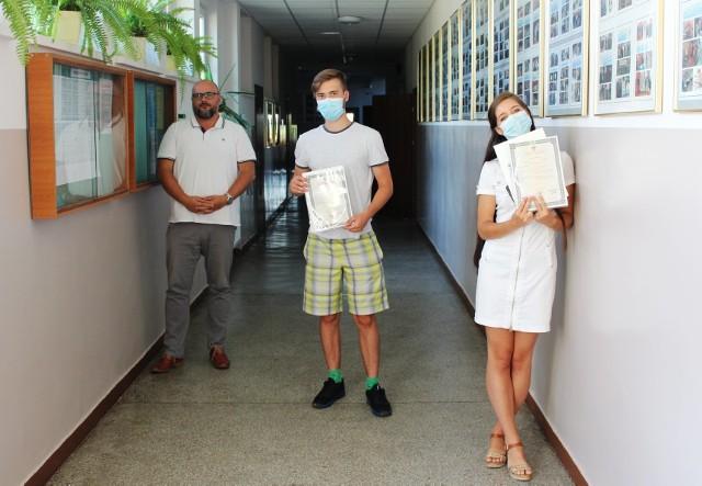 W Zespole Szkół nr 1 w Golubiu-Dobrzyniu przekazano absolwentom świadectwa dojrzałości
