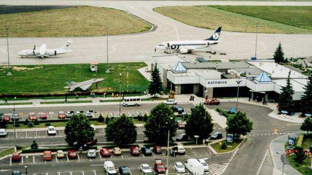 Lotnisko w latach 90. i MiG.Zobacz kolejne zdjęcia. Przesuwaj zdjęcia w prawo - naciśnij strzałkę lub przycisk NASTĘPNE