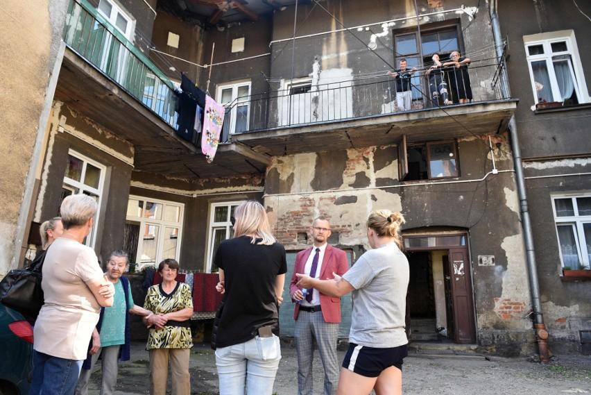 Kilkadziesiąt lat zaniedbań - tak żyją mieszkańcy kamienicy przy ul. Długosza 36 w Nowym Sączu
