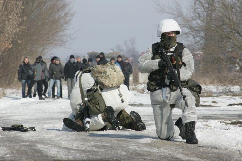 Około 100 żołnierzy, 20 pojazdów, w tym działka przeciwlotnicze i ogromny radar – między innymi taki sprzęt na trzy dni zjechał do niewielkiego Słońska. To były pierwsze tego typu ćwiczenia w Polsce.