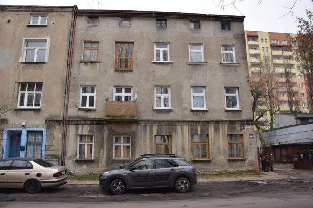 W pożarze kamienicy przy ul. Łęczyckiej zginął 75-letni lokator.