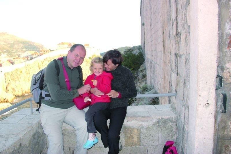 Rodzina w komplecie podczas pobytu w Chorwacji. Mała Wiktoria tak jak rodzice: Krzysztof i Grażyna, uwielbia podróżować.