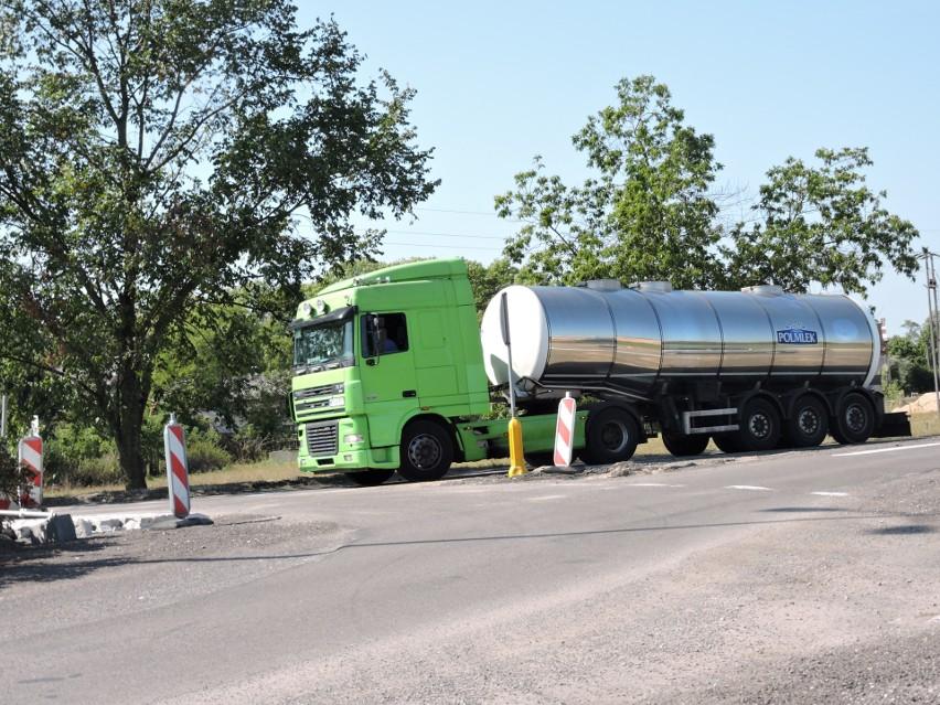Droga wojewódzka nr 627 przebiega od Ostrołęki przez...