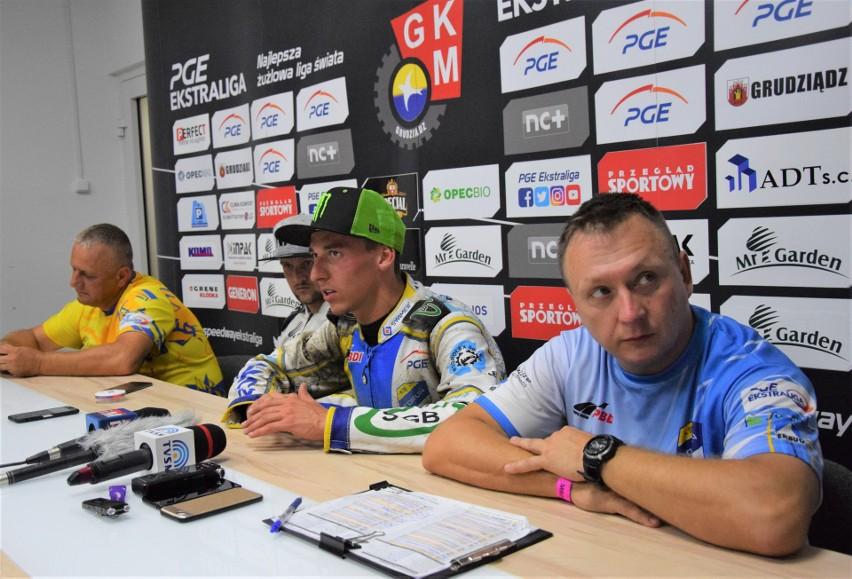 Konferencja prasowa po derby w Grudziądzu. Od prawej: Jacek...