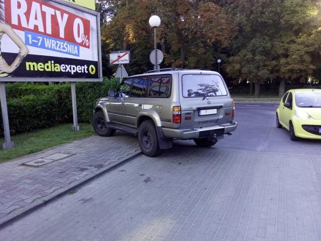 Autodrań zaparkował przy ul. Piłsudskiego w Gorzowie