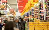 Najwyższe ceny artykułów spożywczych znajdziemy w internecie. W tradycyjnym sklepie zaoszczędzisz nawet 16 proc. na tych samych produktach