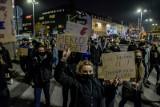 """Demonstracje na Pomorzu 28.11. 2020. Protest kobiet w Gdańsku """"W imię matki, córki, siostry!"""""""