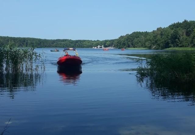W sobotę, 24 lipca także nad jeziorem Dąbie trwały poszukiwania mężczyzny. Niestety, po kilku godzinach został on odnaleziony martwy.