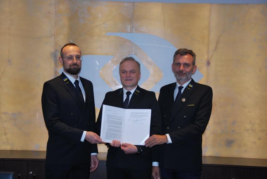 Umowę na nabycie terenu pod budowę wagonów w Gniewczynie PKP...