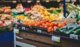 Kontrolerzy z Inspekcji Handlowej sprawdzają warzywa i owoce w polskich sklepach. Są nieprawidłwości