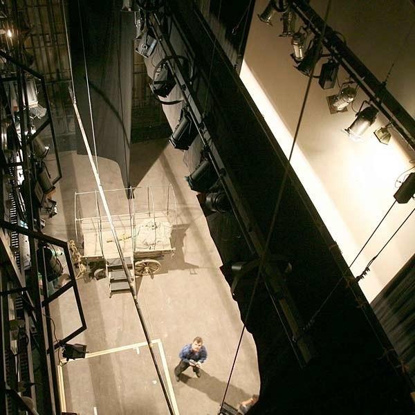 Nowa scena (w tym obrotowa) wraz z niezbędną maszynerią kosztowała 1,5 mln zł. Cała konstrukcja sięga 24 metrów wysokości