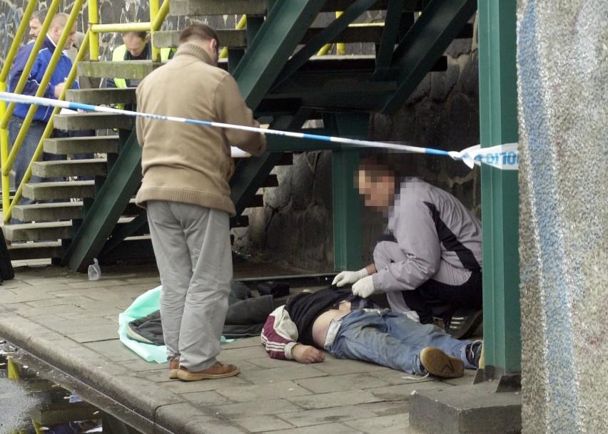 Ciało zamordowanego 1 września Jana B. przed wejściem na...