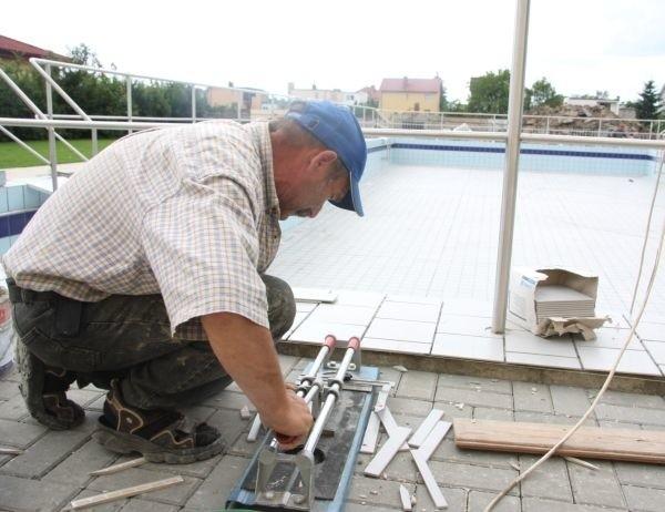 Do jutra robotrnicy chcą skończyć remont by rozpocząć próbę wodną ondowionego kąpielska.