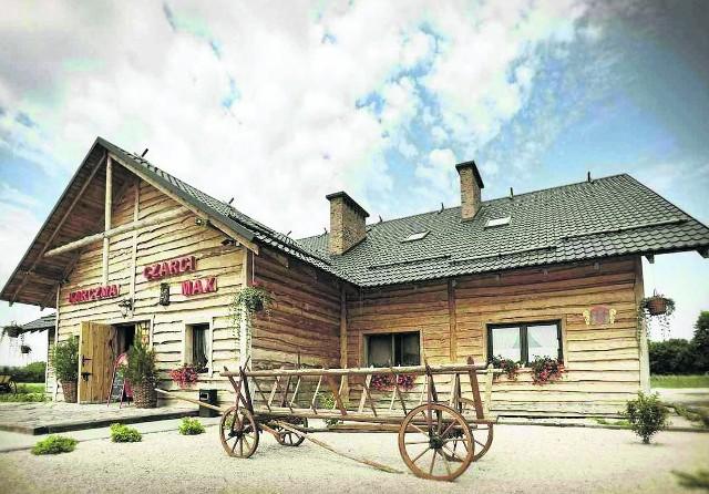 Karczma Czarci Max w Moskorzewie urządzona jest w stylu tradycyjnych góralskich chat.