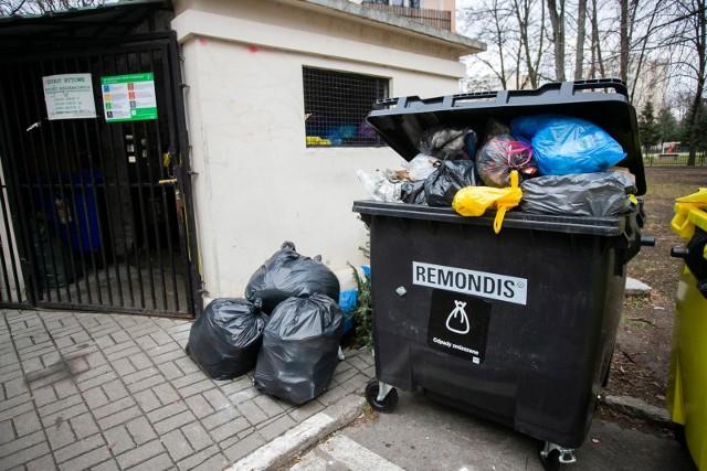 Śmieci w Opolu. Od 2021 roku wzrasta opłata dla mieszkańców za odbiór odpadów. Radni zatwierdzili jednak nową zniżkę. Kto może skorzystać?