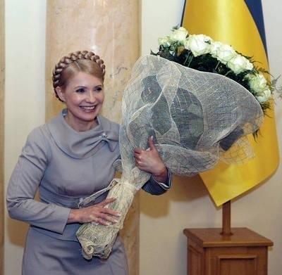 Julia Tymoszenko żegna się z urzędem Fot. EPA/Aleksandr Prokopenko