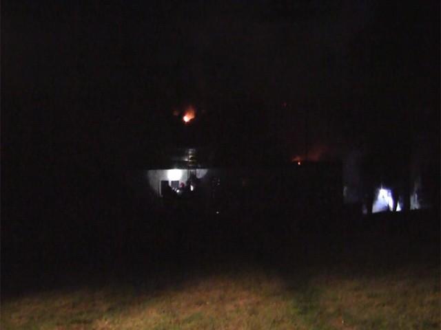 Pali się dom jednorodzinny w Wyszewie koło Koszalina. Na miejscu jest pięć jednostek straży pożarnej.