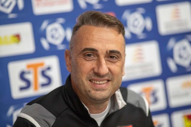 Trener Iwajło Petew na konferencji prasowej przed meczem z Legią
