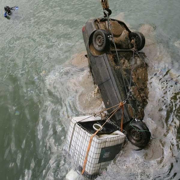 W wyłowionym z toni jeziora audi nie znaleziono zwłok