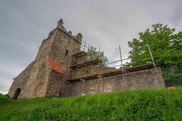 Prace związane z zabezpieczeniem fragmentu muru Baszty Kowalskiej kosztują około 100 tys. zł i potrwają do czerwca