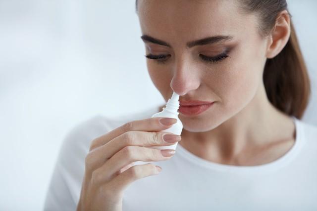 Środek ochronny do nosa zapewnia barierę zapobiegającą atakom wirusów na komórki nabłonka