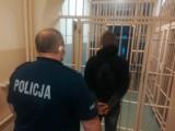 Śmiertelne potrącenie pieszego w Pogorzelicach. Policja zatrzymała sprawcę, który zbiegł z miejsca wypadku. To 25-latek z powiatu puckiego
