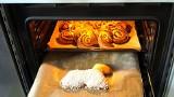 7 skutecznych metod na czyszczenie blachy z piekarnika! Wyczyścisz nawet najbardziej przypalone miejsca