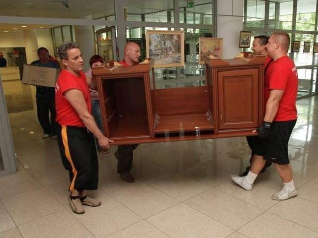 Do Biblioteki Uniwersyteckiej trafiły pamiątki z jedynego, z zachowanych po Ryszardzie Kaczorowskim, gabinetu.