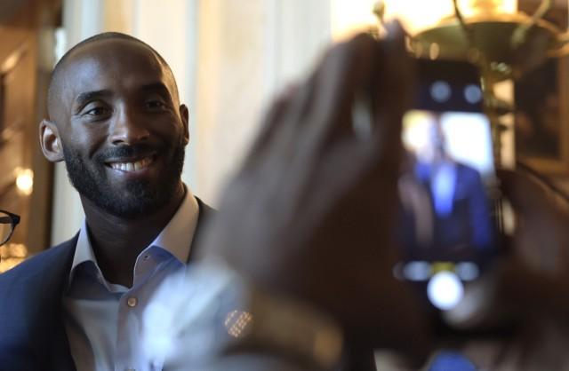 Kobe BryantZarobki: 50 mln dolarówDyscyplina: koszykówkaKlub: Los Angeles LakersWiek: 38Narodowość: USAźródło: Forbes