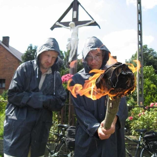 Cyprian Tkacz i Mirek Olszewski przez chwilę również poczuli się jak kaci, którzy za chwilę podłożą ogień pod stos.
