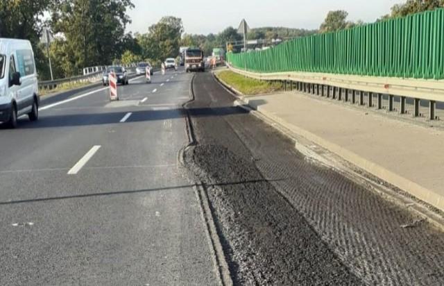 Remont nawierzchni na A4 między węzłami Kąty Wrocławskie i Wrocław Południe.