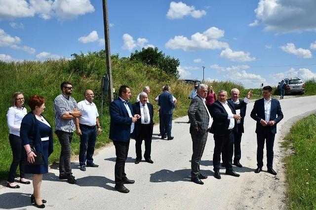 Spotkanie w sąsiedztwie przejazdu kolejowego w Uniejowie Rędzinach.
