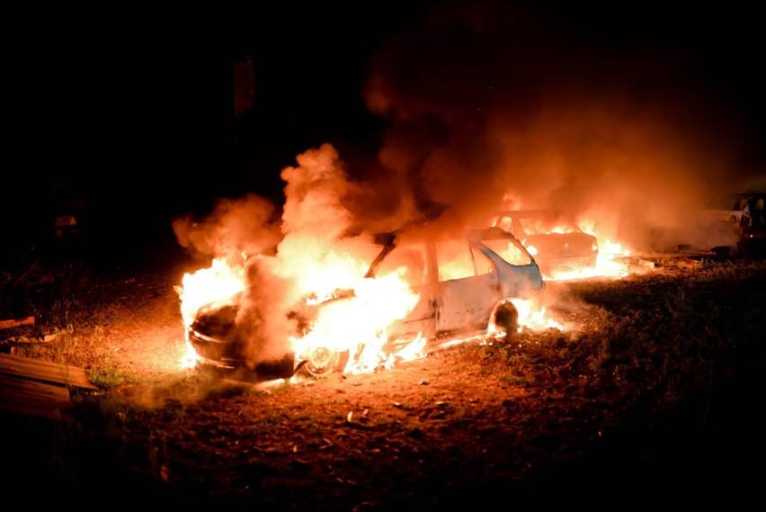 We wtorek, 10 sierpnia, tuż północy w ogniu stanęły trzy...