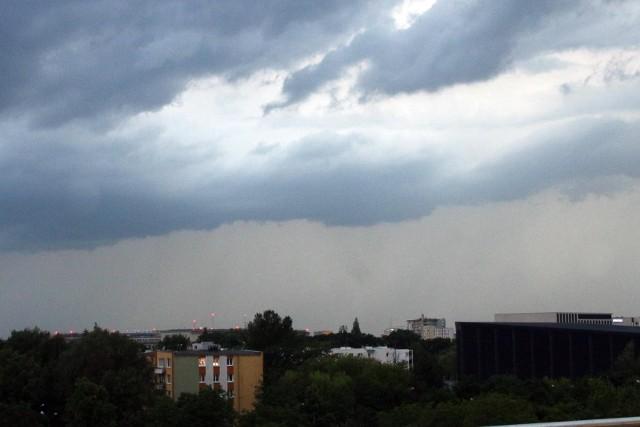 W czwartek, 8 lipca, możliwe burze, którym towarzyszyć będą opady deszczu i miejscami gradu.