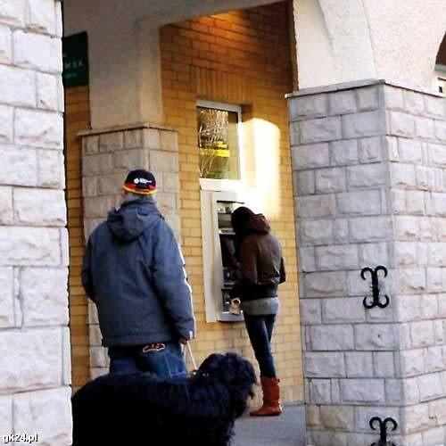 Bankomat przy ul. Gierczak w Kołobrzegu, w którym 13 grudnia oszuści zamontowali nakładkę skanującą karty bankomatowe.