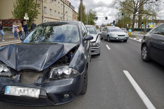 Dzisiaj (5 maj) przed południem na ulicy Szczecińskiej doszło do zdarzenia drogowego. Udział w kolizji wzięły trzy samochody osobowe.Jesteś świadkiem wypadku? Daj nam znać! Poinformujemy innych o utrudnieniach. Czekamy na informacje, zdjęcia i wideo!Przyślij je na adres alarm@gp24.plWyślij za pomocą naszego Facebooka: GP24Zobacz także: Kolizja na ulicy Szczecińskiej w Słupsku.