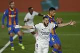 El Clasico dla Realu Madryt. FC Barcelona trafiła dopiero w strugach deszczu, a potem nieskutecznie domagała się jedenastki