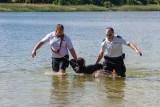 """""""Bezpieczne wakacje"""" na plaży w Borównie. Niesamowite pokazy na wodzie! [zdjęcia, wideo]"""