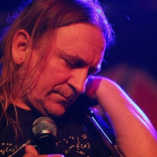 Marek Piekarczyk pochyla się nad śmiercią 29-letniego gitarzysty Acid Drinkers