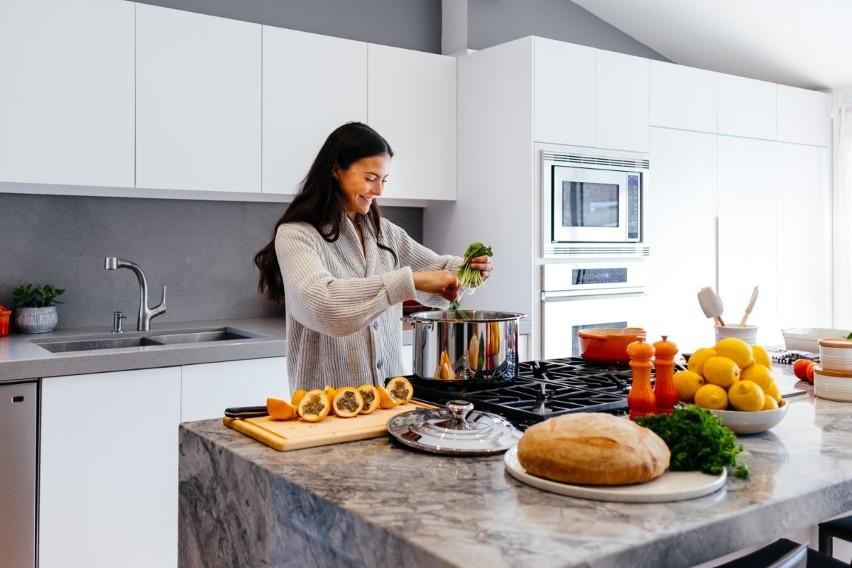 Kuchnia W Bloku Jak Ją Urządzić Modna I Funkcjonalna