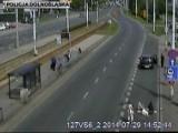 Wrocław: Pijany kierowca potrącił pieszą i uciekł. Schował się na drzewie (FILM)