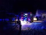 Nocna akcja strażaków. Płonący dom został ocalony
