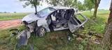 Jatwieź Duża. Renault uderzyło w drzewo. Trzeba było wycinać mężczyznę (zdjęcia)